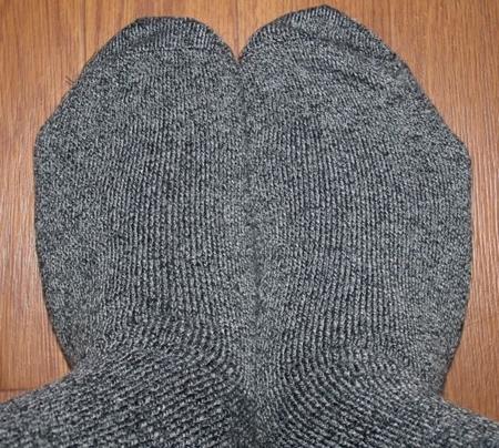 靴下に穴が開く原因とその予防