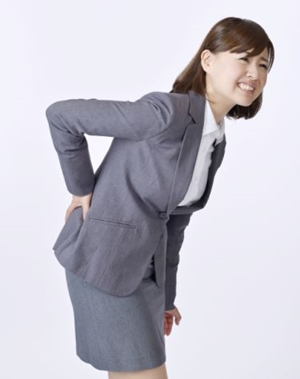 腰痛が右側だけの原因は?有効なストレッチもご紹介!