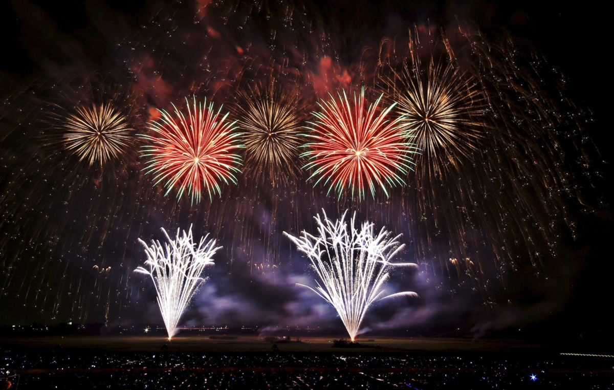 鴻巣花火大会2019の日程と時間!駐車場や有料観覧席は?